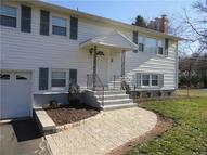 2 Fallon Dr North Haven CT, 06473