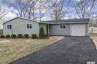 124 E Arpage Dr Shirley NY, 11967