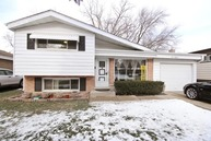 318 Voltz Road Northbrook IL, 60062
