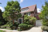41 Shorthill Rd Forest Hills NY, 11375