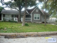 112 Comal St Luling TX, 78648