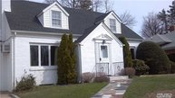 23 Dale Carnegie Ct Great Neck NY, 11020