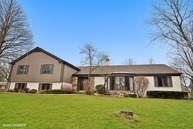 18 East Stonegate Drive Prospect Heights IL, 60070