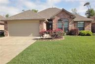 105 Eagle Nest Ct Clute TX, 77531
