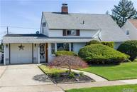 45 Cutter Ln Levittown NY, 11756