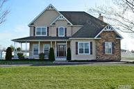 215 Donna Dr Baiting Hollow NY, 11933