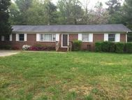 16487 Braswell St Bowling Green VA, 22427