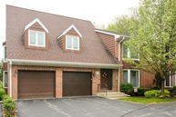 1677 North Belmont Court 1677 Arlington Heights IL, 60004