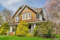 38 Woodland Dr Brightwaters NY, 11718