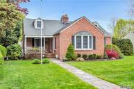 318 E Lakeview Ave Brightwaters NY, 11718