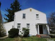 43 Yale St Roslyn Heights NY, 11577