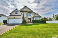 4 Clover Meadow Ct Holtsville NY, 11742