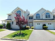 704 Willow Pond Dr Riverhead NY, 11901