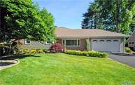 127 Andover Rd Roslyn Heights NY, 11577