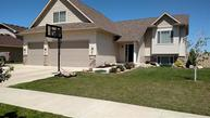 2708 Nw Heritage Dr Minot ND, 58703