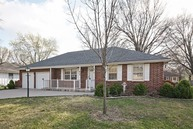 812 Nw 11th St Blue Springs MO, 64015
