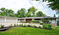 4914 W Parkview Dr Mequon WI, 53092