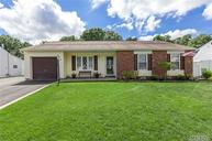 87 Shadow Grove Ln Holbrook NY, 11741
