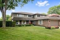 100 Holly Court Wheeling IL, 60090