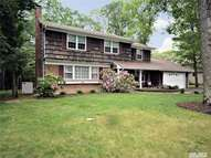 69 Woodhollow Rd Great River NY, 11739