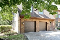 44 Kings Court 44 Westchester IL, 60154