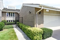 203 Briarwood  Loop Oak Brook IL, 60523