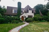 321 E Lakeview Ave Brightwaters NY, 11718