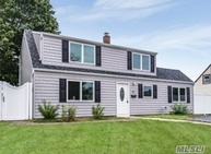 33 Anvil Ln Levittown NY, 11756