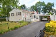 305 Daly Pl Copiague NY, 11726
