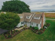 81 Coulter St #4 4 Old Saybrook CT, 06475