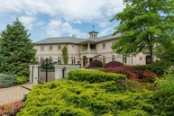 5 Ariel Ct Sands Point NY, 11050