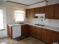 256b Newcastle Ct 55+ Ridge NY, 11961