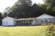 203 16th St Rainelle WV, 25962