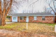 1114 N 12th Chickasha OK, 73018