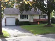 9 Chauser Dr Greenlawn NY, 11740