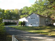 108 Hoehne Ct Greeley PA, 18425