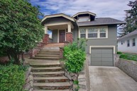 214 Ne 50th St Seattle WA, 98105