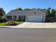 152 Nw Woodduck St Winston OR, 97496