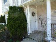 302 Willow Pond Dr Riverhead NY, 11901