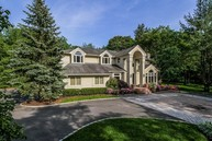 2 Overlook Dr Syosset NY, 11791