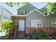 520 Ne Roth St Portland OR, 97211