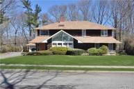 45 Carriage Ln Roslyn Heights NY, 11577