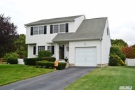 50 Donna Dr Baiting Hollow NY, 11933
