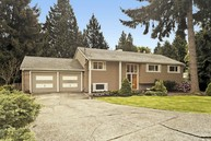 1058 102nd Place Se Bellevue WA, 98004