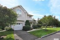 301 Willow Pond Dr Riverhead NY, 11901