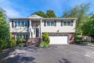 169 Berry Hill Ct Syosset NY, 11791