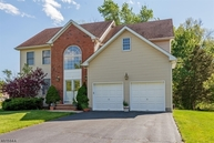 2 Breanne Ct East Hanover NJ, 07936