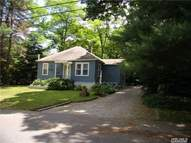 34 Alyssum Ave Huntington NY, 11743