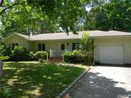 525 Forest Hollow Ln Wading River NY, 11792
