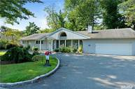 49 Andover Rd Roslyn Heights NY, 11577